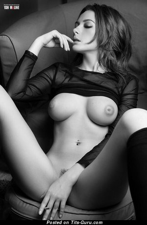Alluring Doll with Alluring Exposed Tight Tittys (18+ Foto)