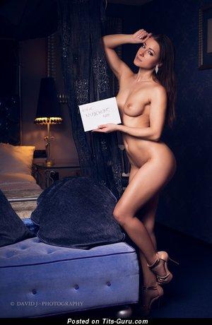 Изображение. Melisa Mendini - изображение горячей обнажённой чувихи с среднего размера сисечками