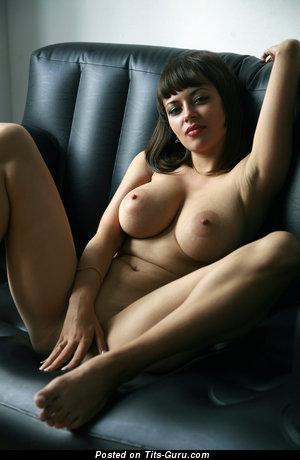 Image. Lidia - naked brunette with big natural boobs picture