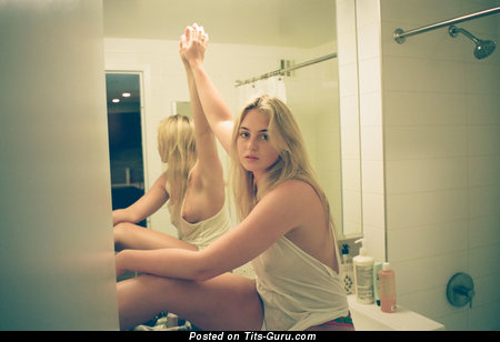 Iskra Lawrence - Graceful English, British Blonde Actress with Graceful Bare Real Med Tittes (Hd Porn Wallpaper)