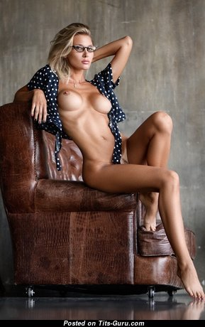 Exquisite Topless Blonde Babe (Hd Porn Image)