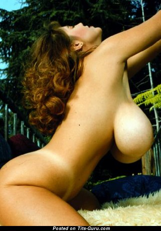 Изображение. Картинка горячей обнажённой модели с огромными сисечками