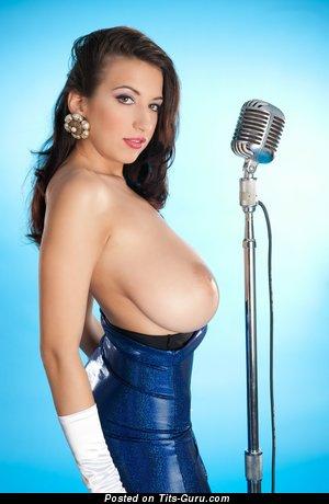 Изображение. Jana Defi Maria Swan - фотография умопомрачительной обнажённой брюнетки с огромной натуральной грудью