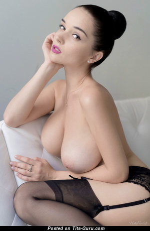Good-Looking Unclothed Brunette (Sexual Foto)