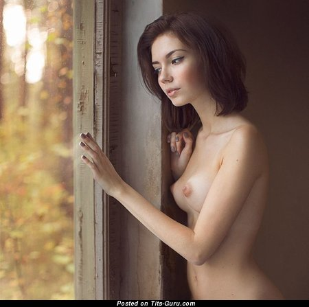Fine Doll with Fine Naked Natural Regular Boobs (Porn Pix)