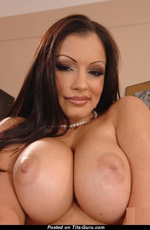Boobs - Graceful Naked Brunette Housewife & Mom with Red Nipples (Hd Sexual Foto)