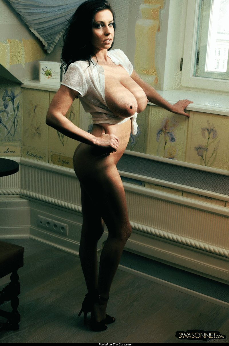 Изображение. Ewa Sonnet - gif красивой голой женщины с гигантскими натуральными сиськами