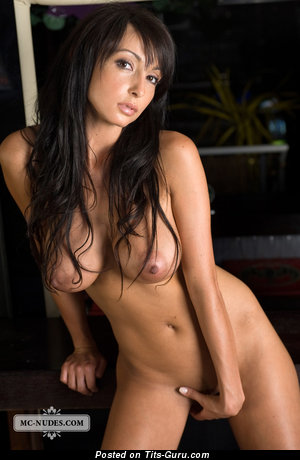 Image. Anna U - naked brunette with big tittes and big nipples picture