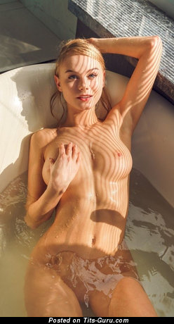 Grand Topless & Wet Blonde with Grand Exposed Med Tits (Hd Sexual Foto)