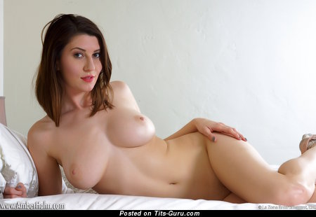 Amber Hahn: sexy nude brunette with medium natural tittys picture