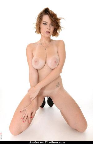 Marina Visconti: naked nice female with medium natural tots photo