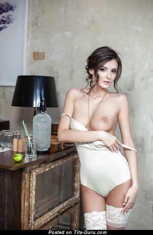 Image. Sunshine - nude brunette with natural boob pic
