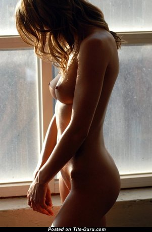 Naked amazing girl with medium natural tittes pic