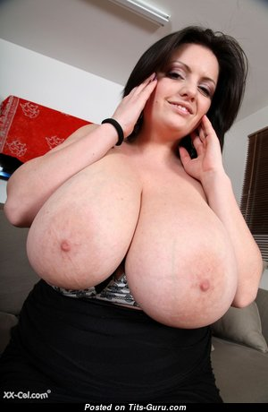 Big Boobs - Awesome Topless & Glamour Babe & Housewife with Red Nipples (Hd Porn Foto)