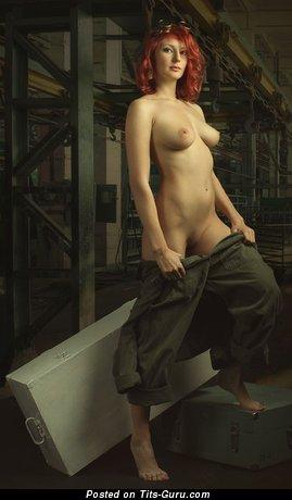 Изображение. Изображение невероятной голой женщины с натуральными дойками