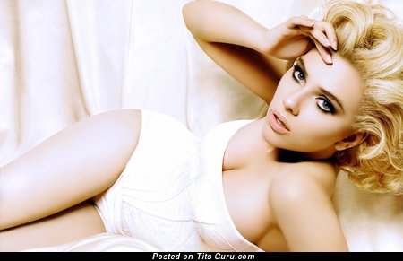 Scarlett Johansson - sexy naked blonde with medium tittys photo