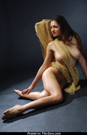 Image. Naked hot female with natural tittys picture