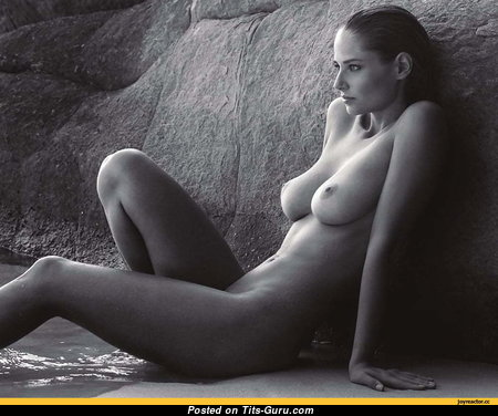 Genevieve Morton - Lovely South African Babe with Lovely Nude Natural Average Titty (Porn Image)