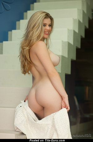 Daniela Melo - nude blonde with medium tits pic
