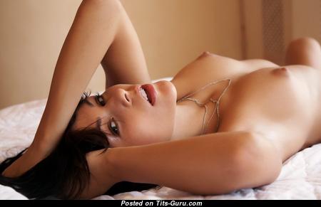 Fine Naked Brunette (Xxx Foto)