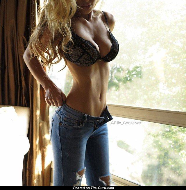 Спортивная блонда возбуждает своим телом  169823