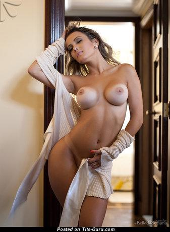 Изображение. Debora Juliana - фотография офигенной раздетой рыжей с средними дойками