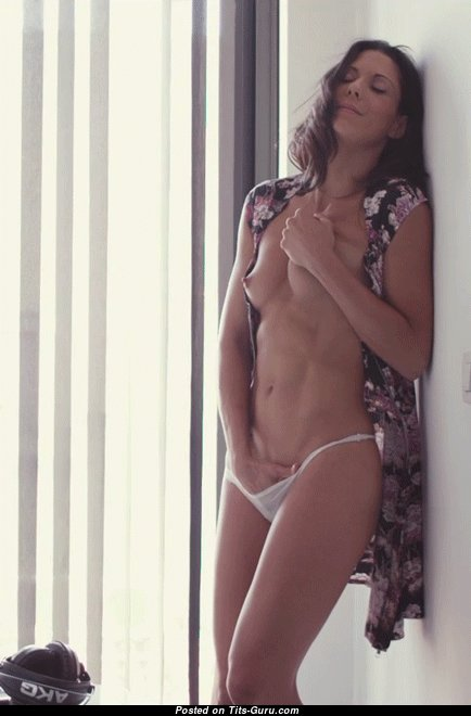 Charming Topless Woman is Getting Orgasm (18+ Gif)
