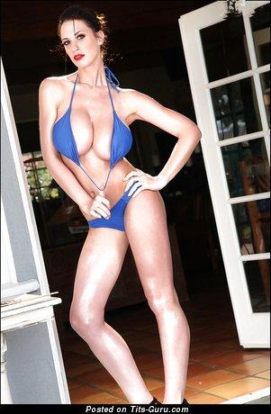 Изображение. Lana Kendrick - фотка восхитительной обнажённой брюнетки с огромными натуральными сисечками