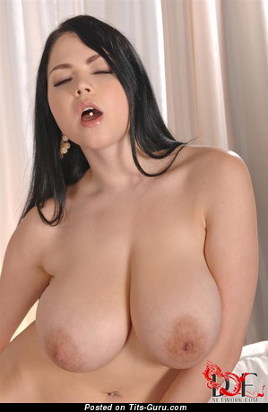 Shione Cooper - naked brunette with big natural boob and big nipples image