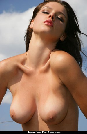 Gorgeous Babe with Gorgeous Bare Natural Titty (Hd Sex Foto)