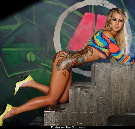 Maria Anohona - Superb Undressed Chick with Tattoo (Xxx Foto)