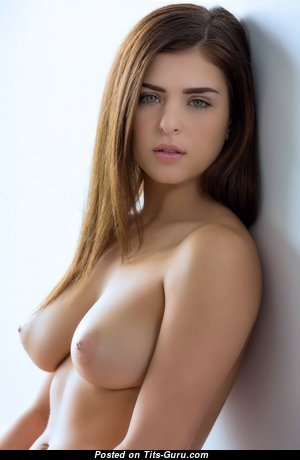 Appealing Babe with Appealing Exposed Natural D Size Tits (Xxx Foto)