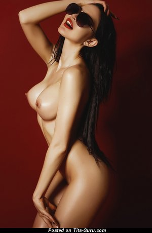 Oksana Bast - фотография шикарной леди топлесс