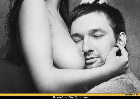Изображение. Фотография сексуальной голой чувихи с большими натуральными дойками