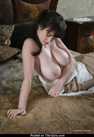 Tanya Song - sexy naked hot female with big natural tittys pic