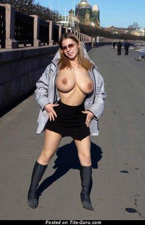 Изображение. Картинка умопомрачительной обнажённой девахи с большими натуральными сисечками