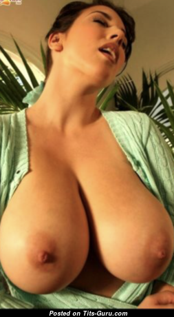 Leanne Crowe - Gorgeous Brunette with Gorgeous Exposed Real Boob (Hd Porn Photo)