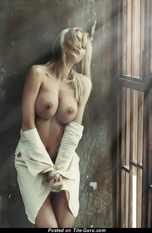 Pretty Painted Blonde with Pretty Defenseless Tight Titties (Porn Foto)