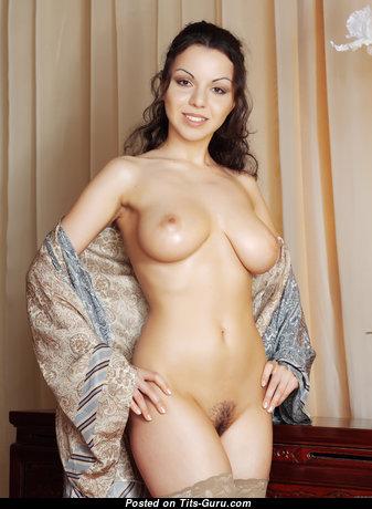 Alluring Nude Brunette (Hd Xxx Wallpaper)