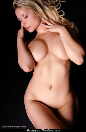 Alluring Blonde with Alluring Exposed Big Boobys (18+ Foto)