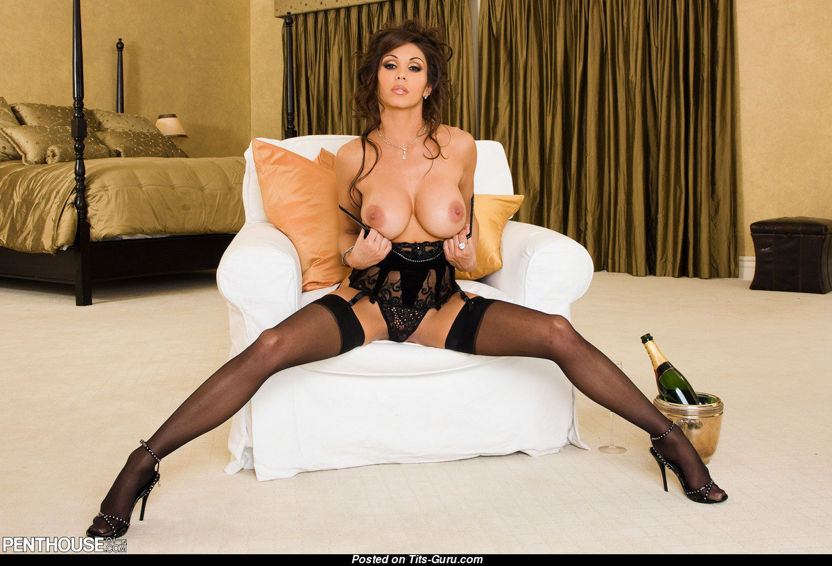 Taya Parker - Naked Brunette With Big Fake Breast And Big Nipples Pic -6705