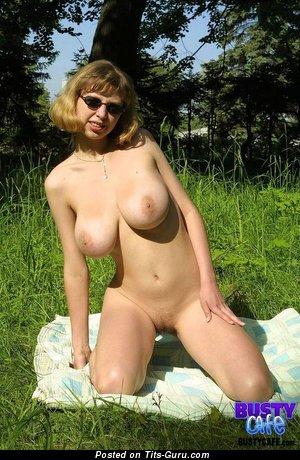 Изображение. Nata - изображение обалденной обнажённой женщины с большими натуральными сисечками