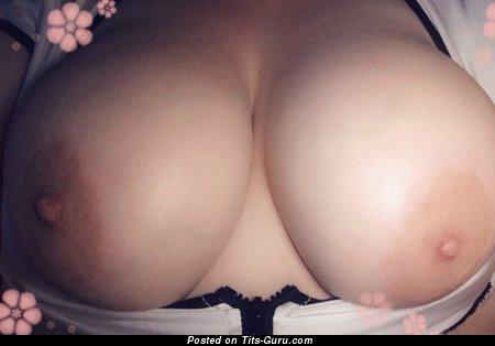 Elegant Naked Dish with Huge Nipples (18+ Foto)
