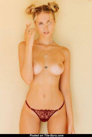 Yummy Undressed Babe (Hd Sex Foto)