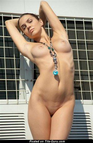 Image. Naked amazing girl with medium tittes image