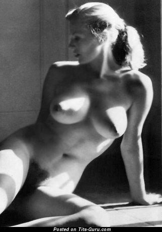 Anita Ekberg - nude nice lady with medium natural tits photo