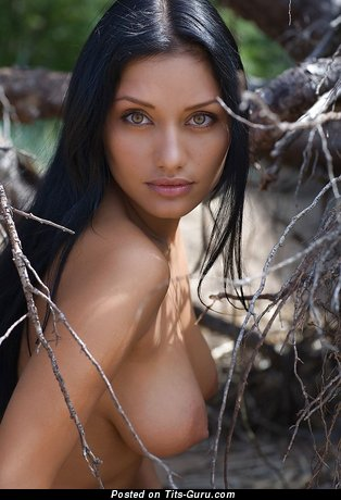 Naked amazing woman with medium natural tittys pic