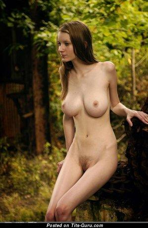 Изображение. сиськи фото: средние сиськи, брюнетки, outside, hd