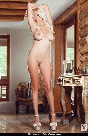 Sarah Summers - naked blonde with medium tittys photo