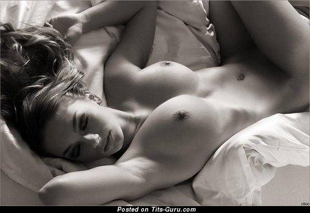 Изображение. Aria Giovanni - фотография шикарной обнажённой брюнетки с огромной натуральной грудью